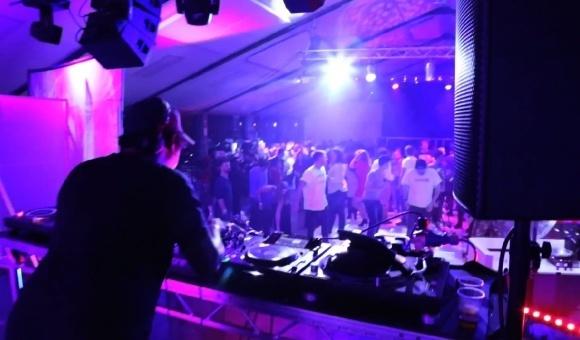 Sencity DJ deck dancers
